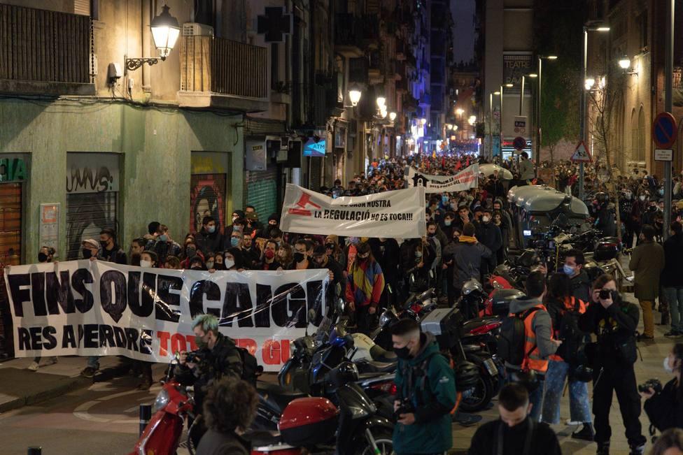 Turistas de la piedra: así son los violentos ligados a la CUP que incendian Barcelona
