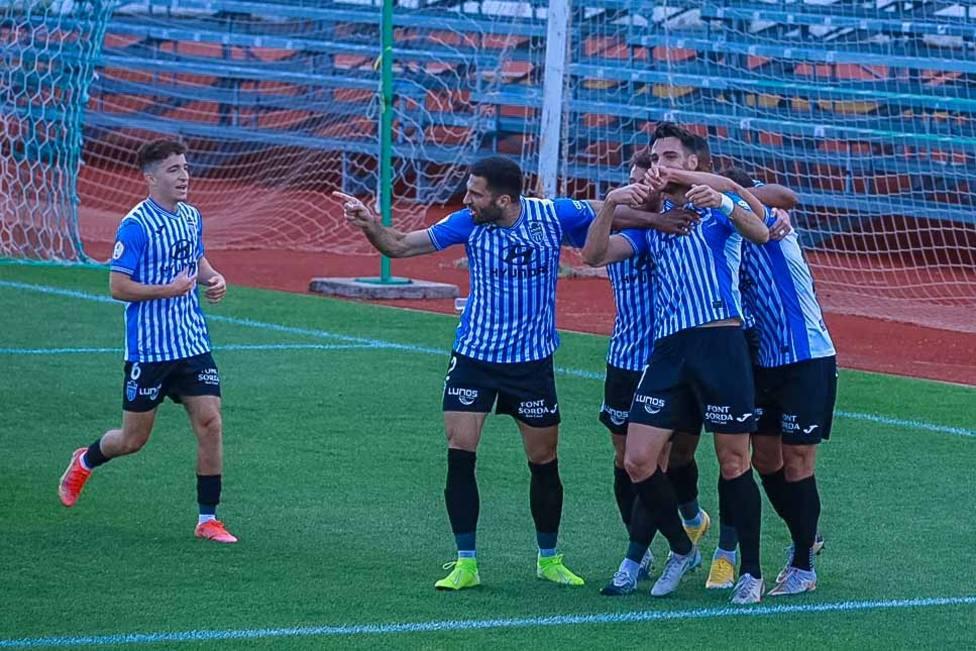 Manel celebra su gol