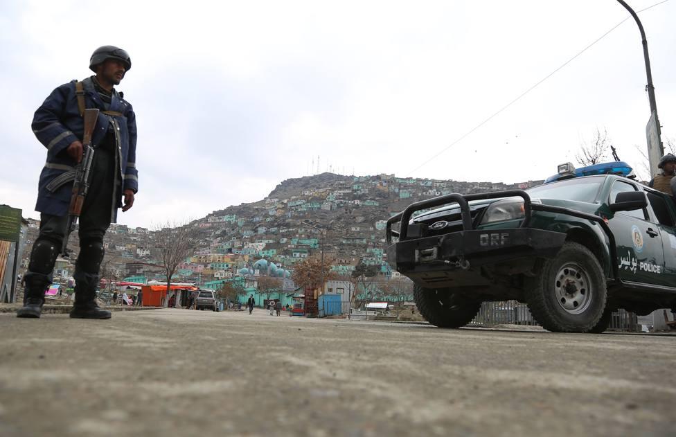 Al menos 25 muertos y 60 heridos por un coche bomba contra una casa en el este de Afganistán