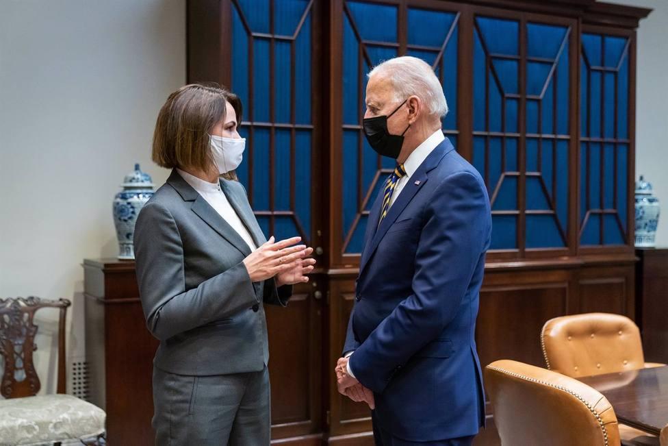 Biden recibe a la opositora bielorrusa Svetlana Tikhanovskaya en la Casa Blanca