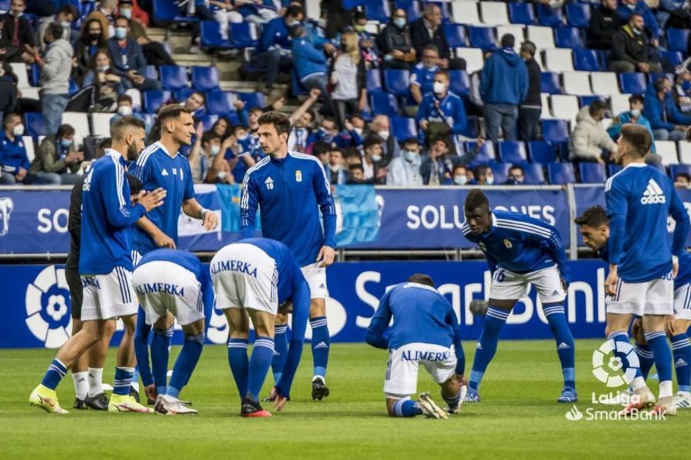 Los jugadores del Oviedo, antes del derbi
