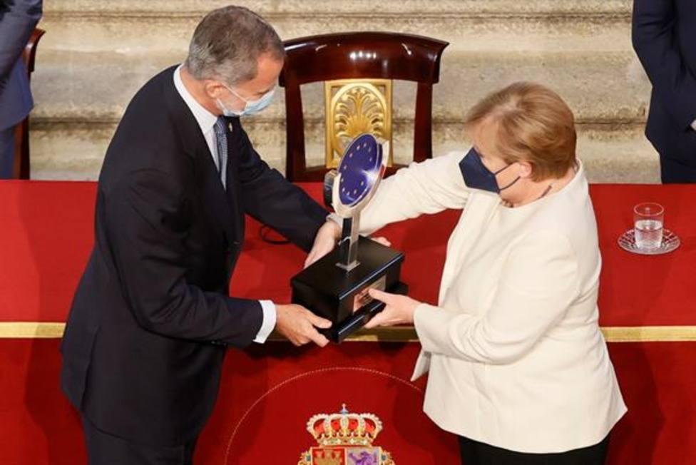 Felipe VI ensalza la figura de Merkel y asegura que pasará a la historia de la UE con mayúsculas