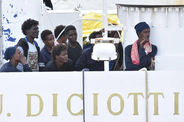Italia propondrá a la UE una rotación de puertos para acoger a los inmigrantes