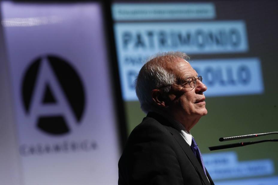 Borrell insiste en que no dimitirá por Abengoa: No tendría lógica que no recurriera por ser ministro y luego dimitiera