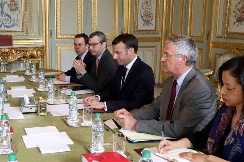 """Macron avisa que prohibirá las manifestaciones de """"chalecos amarillos"""" si prevé altercados"""