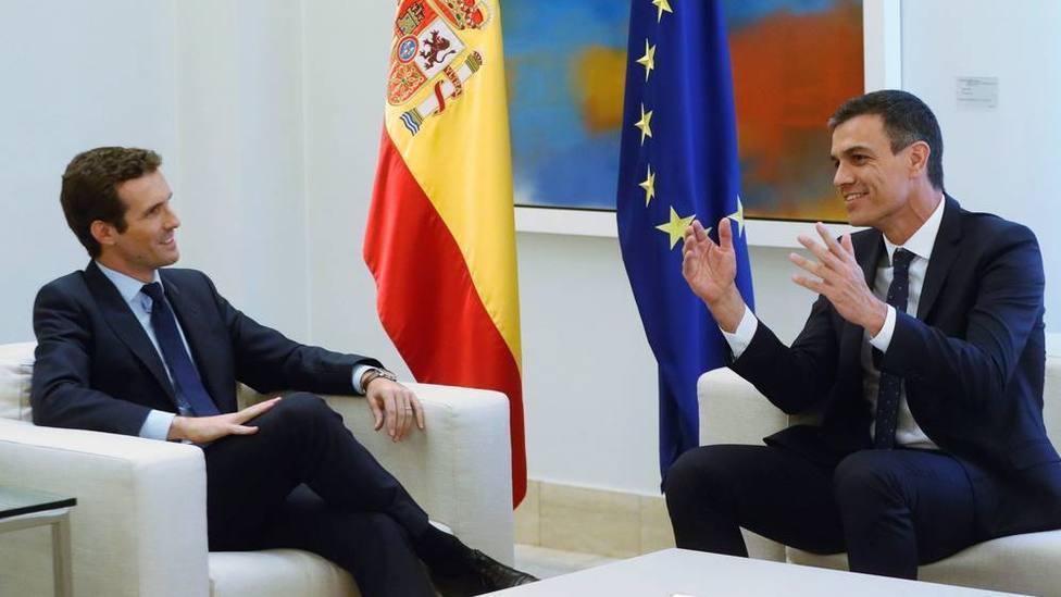 El PSOE y el PP suben en intención de voto, según una nueva encuesta de El Mundo