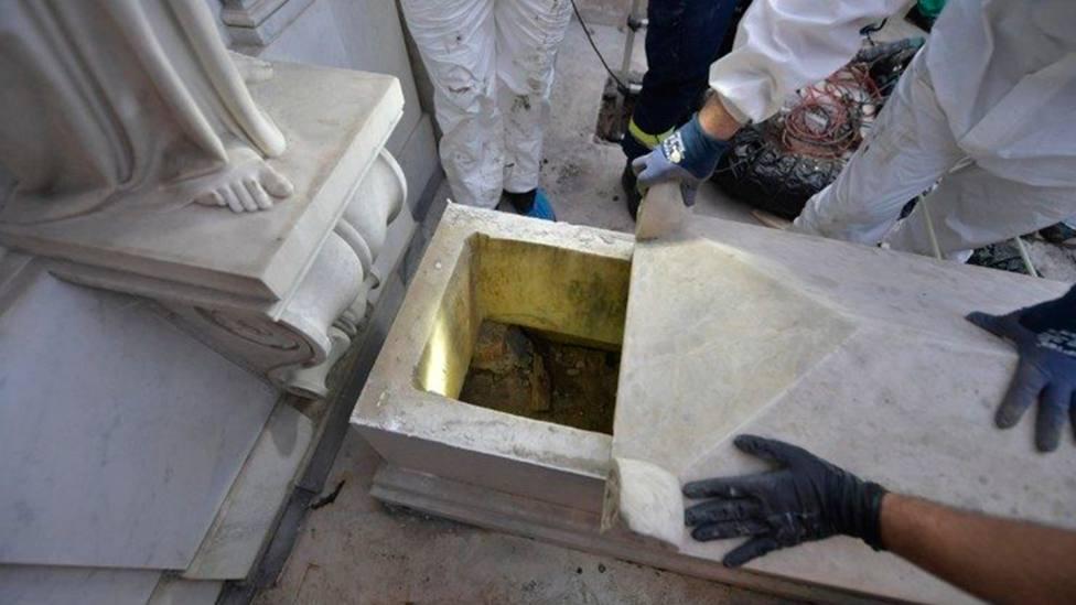 Apertura de una de las tumbas en las que se buscaban restos de Emanuela Orlandi