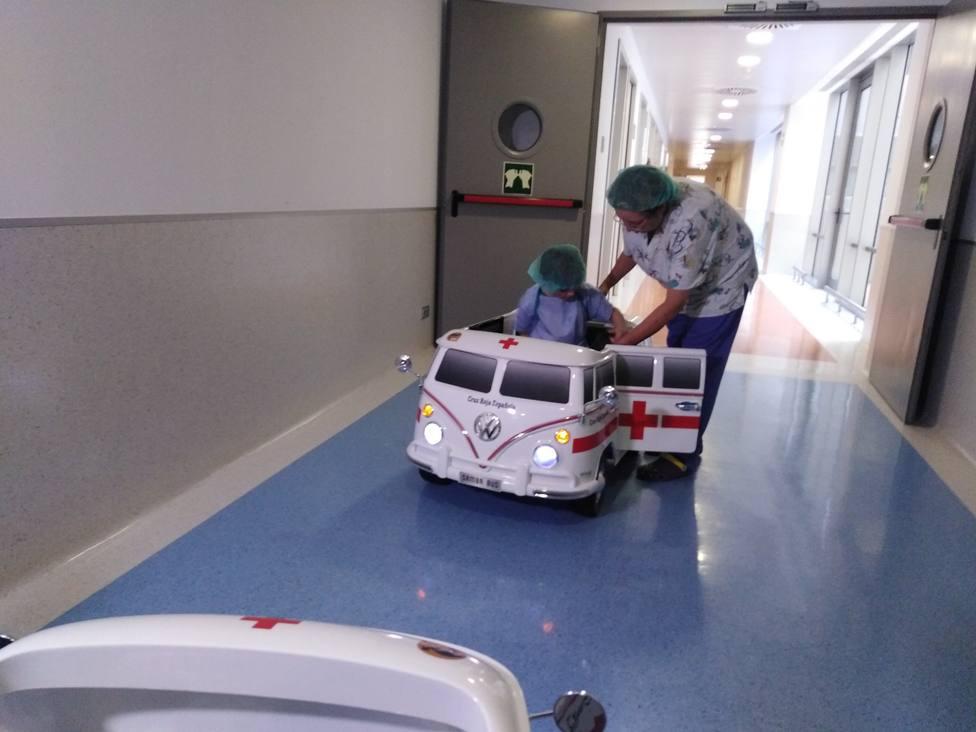 Cochecitos con forma de ambulancia sustituyen a camillas y sillas de ruedas