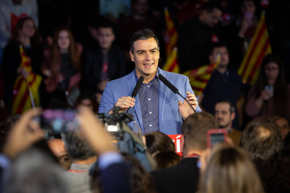 Con el 35% escrutado, el PSOE se mantiene en cabeza con 124 escaños, con el PP con 84 diputados y Vox con 47