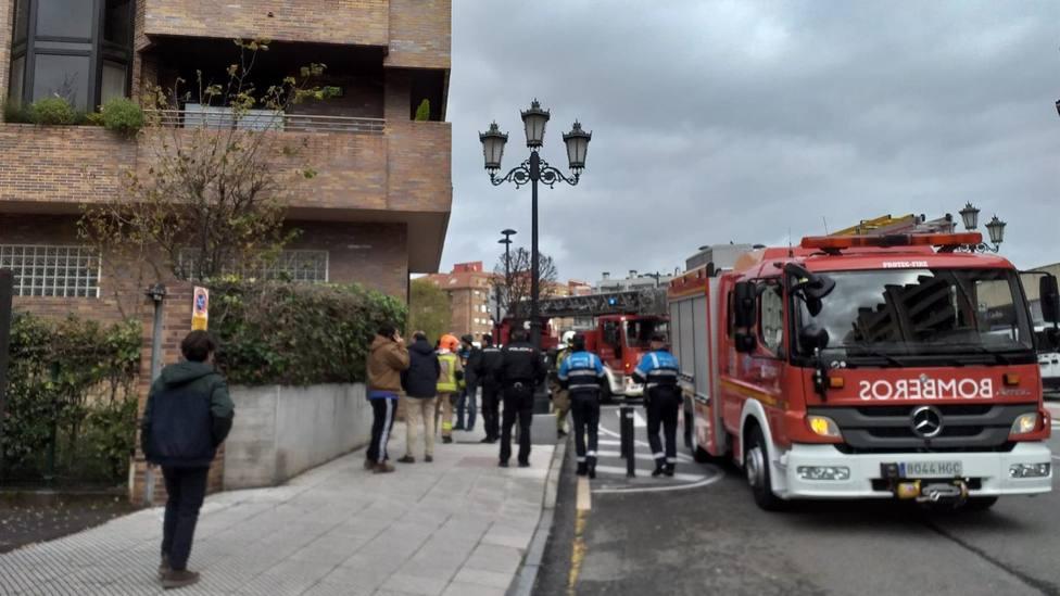 Desalojan un edificio en Oviedo por un incendio en una cocina