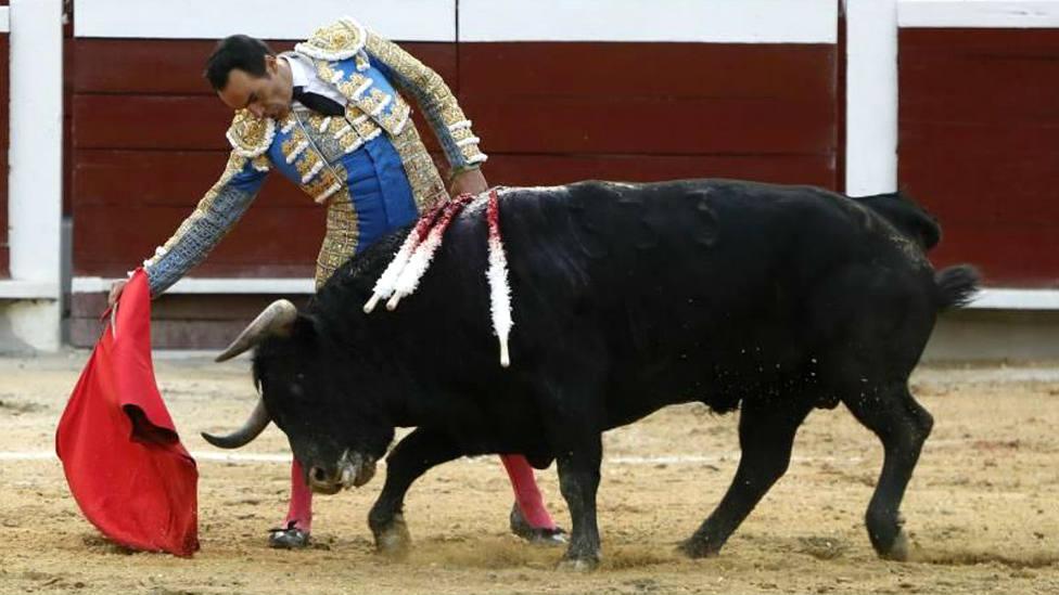 Manuel Jesús El Cid durante su actuación este domingo en la feria colombiana de Cali