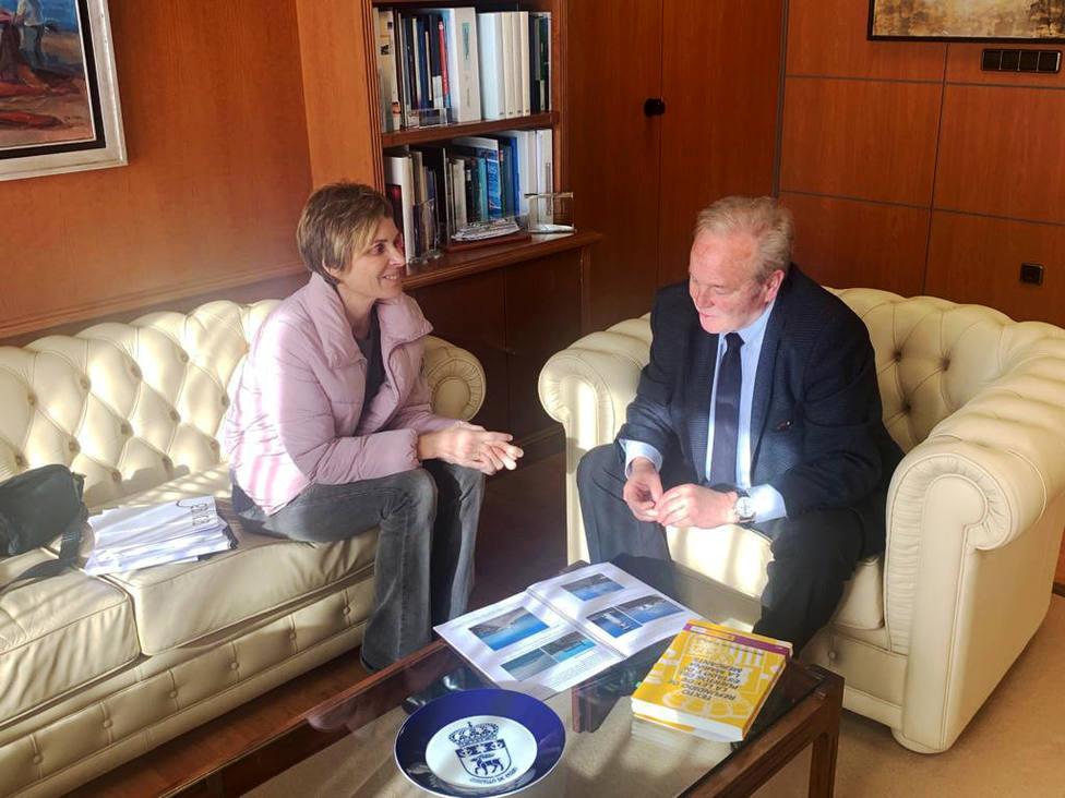Nava Castro se reunió con José Manuel Vilariño en el despacho del presidente portuario - FOTO: Xunta
