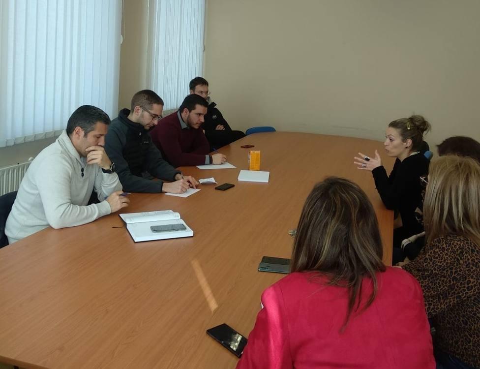 Reunión en As Pontes entre representantes de empresas y del concello