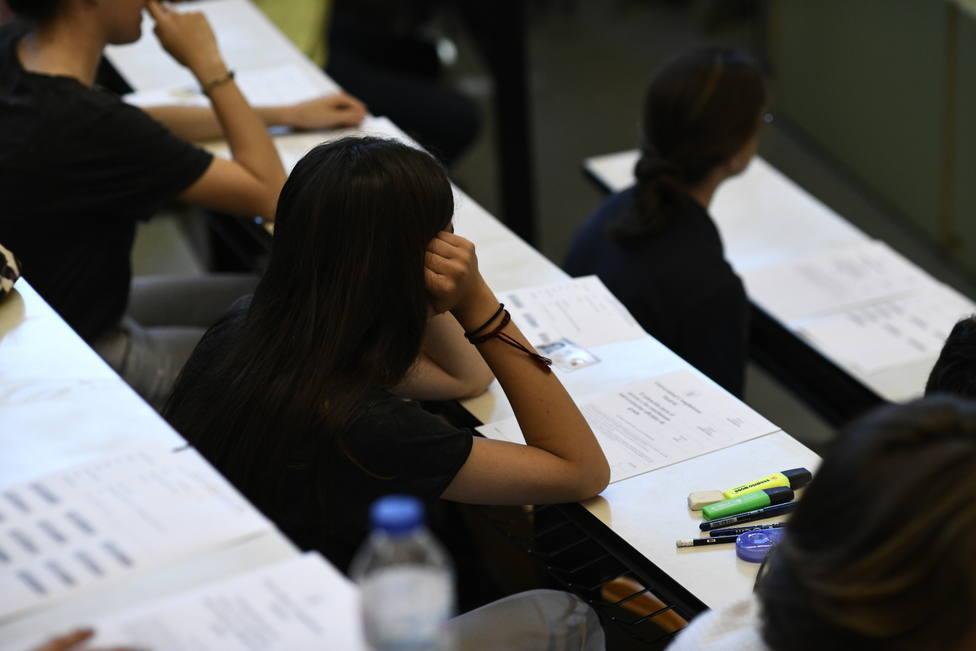 Denuncian un triple error en el examen de Historia de España de la EVAU para los alumnos de letras de Madrid