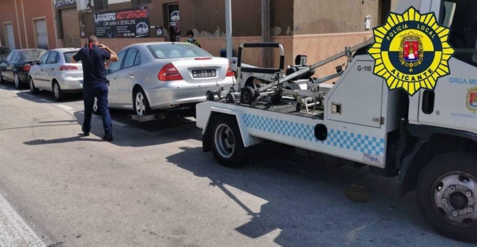 Detenido tras ser localizado circulando con un coche de alta gama con matrícula falsa