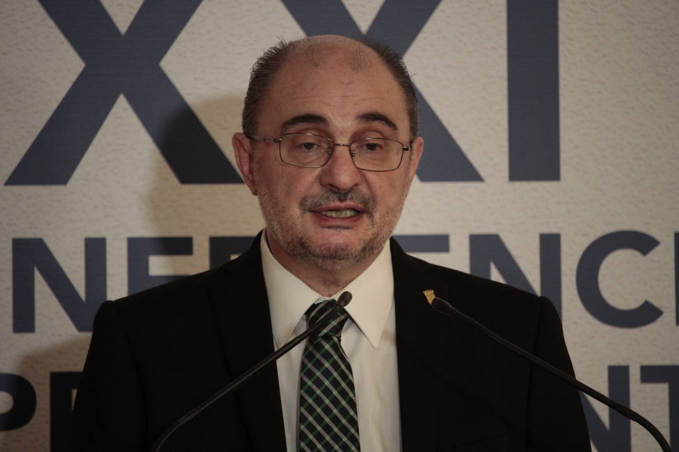 El presidente de Aragón, Javier Lambán, ingresado por una indisposición
