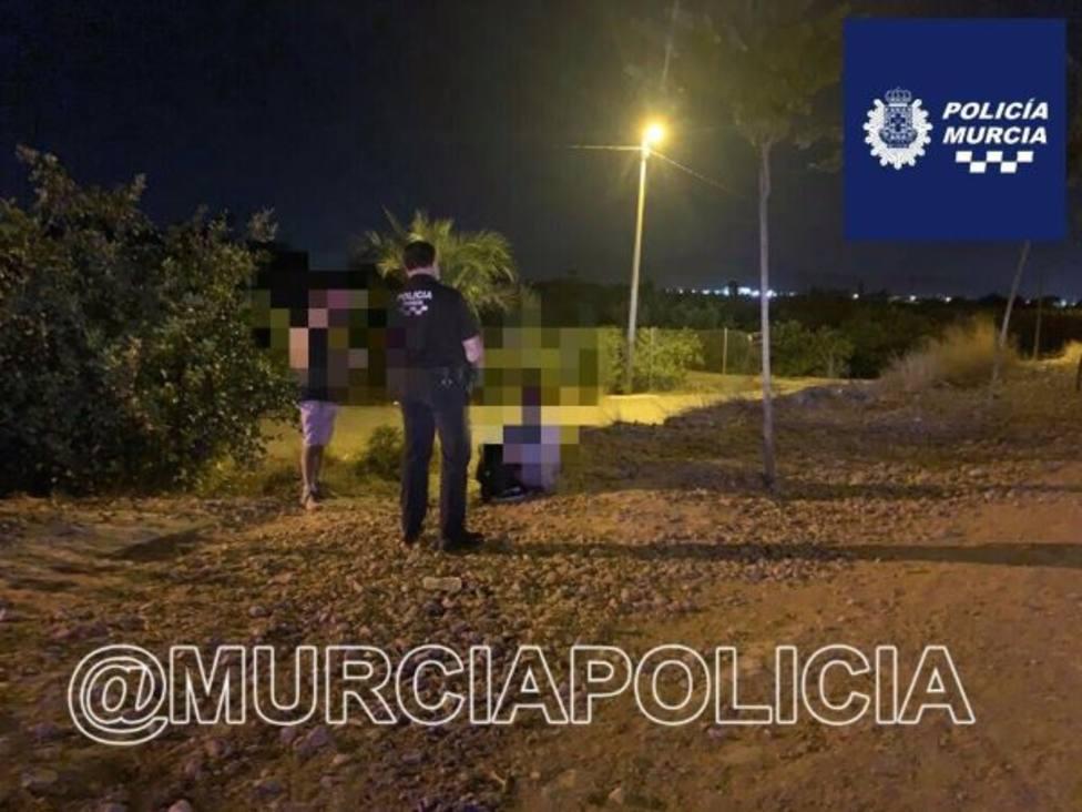 Una mujer da a luz en la vía verde de Los Ramos con ayuda de la Policía Local