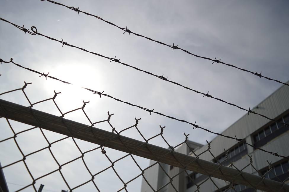 Un hombre escribe una reseña negativa de un hotel y termina en la cárcel