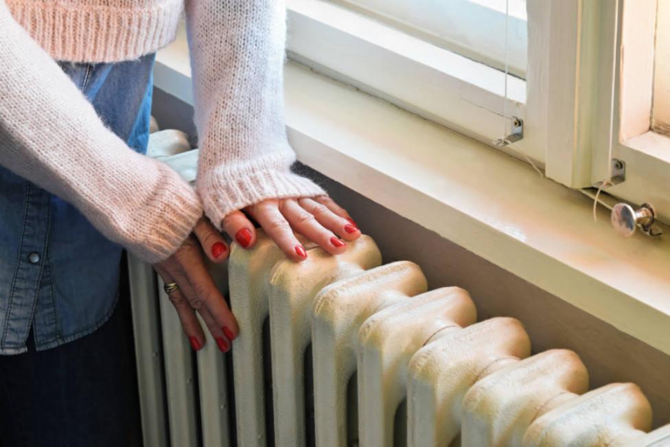 El 8% de las familias españolas pasará frio este invierno para ahorrar en calefacción o por no poder pagarla