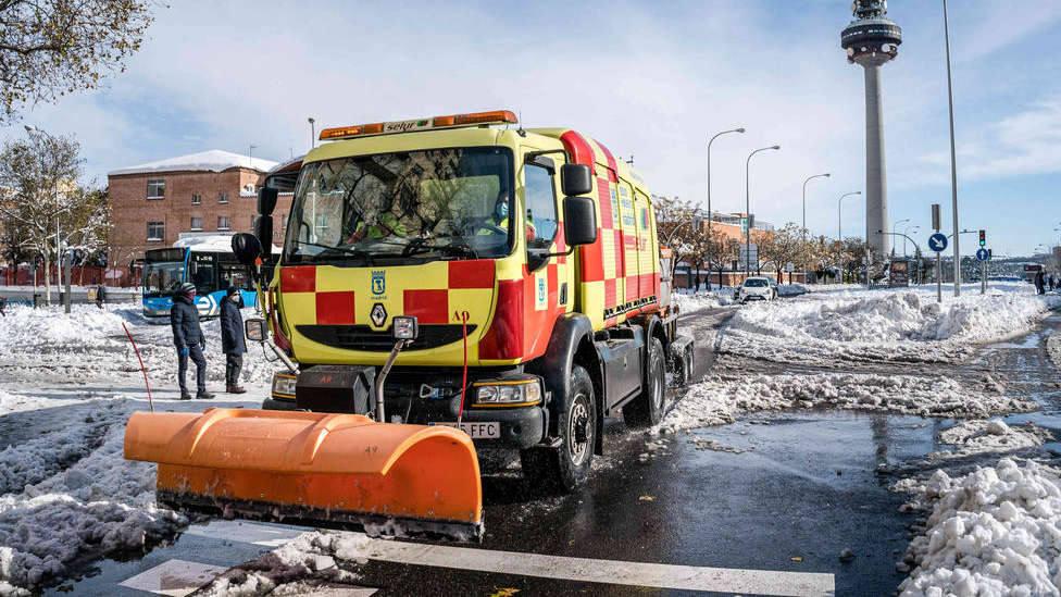 Las consecuencias que ha tenido la nieve de Filomena sobre las carreteras de Madrid por un agresivo fenómeno