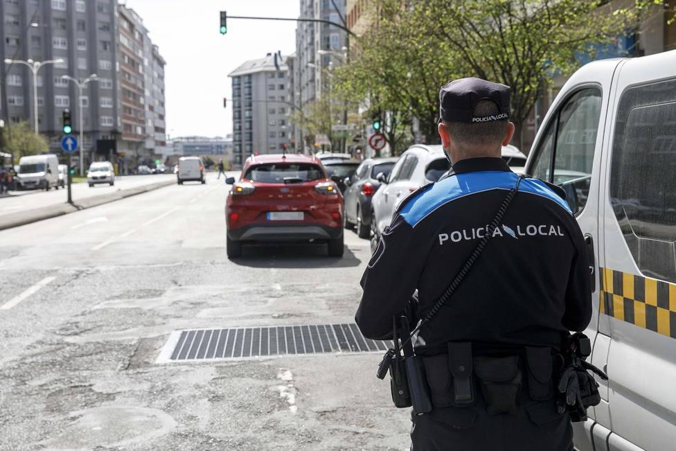 La Policía Local controla la doble fila en A Coruña