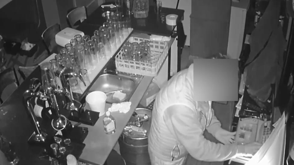Detenido por robar en seis restaurantes de Gran Alacant durante el toque de queda