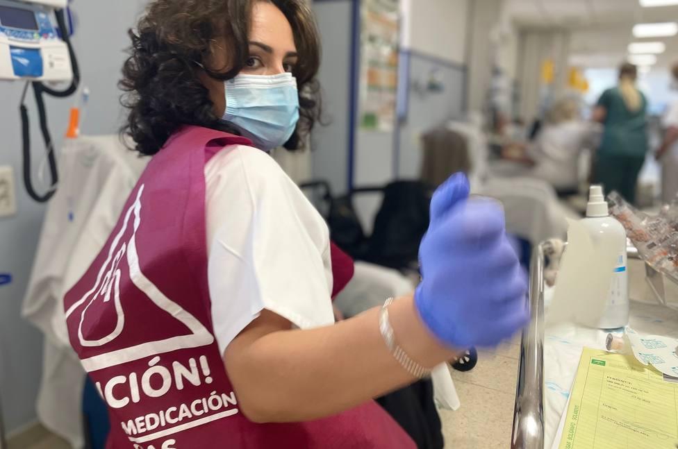 El Hospital de Jaén implanta el uso de chalecos identificativos para mejorar la seguridad del paciente