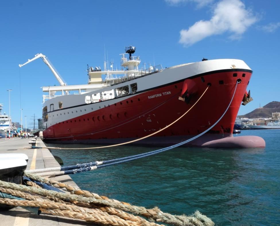 El barco más ancho del mundo llega al Puerto de Las Palmas desde Brasil