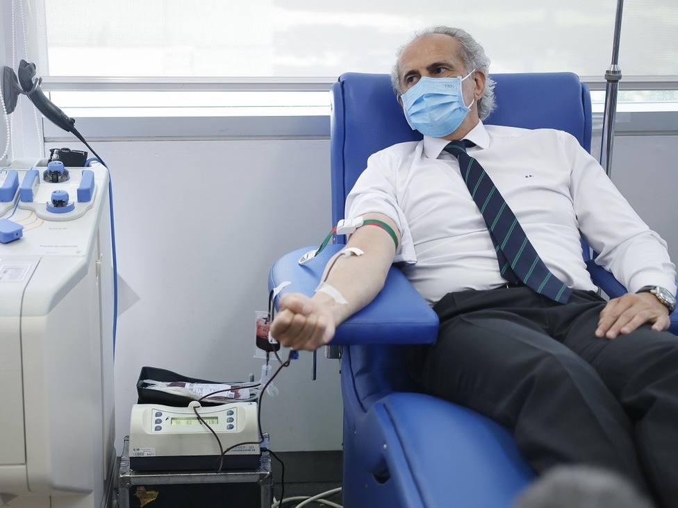 Ruiz Escudero donó sangre en su visita al Centro de Transfusión /Comunidad de Madrid
