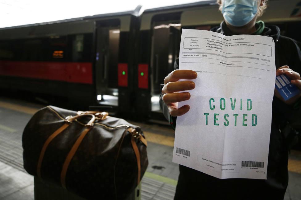 Italia notifica 1.901 nuevos casos con el 25 % de su población inmunizada
