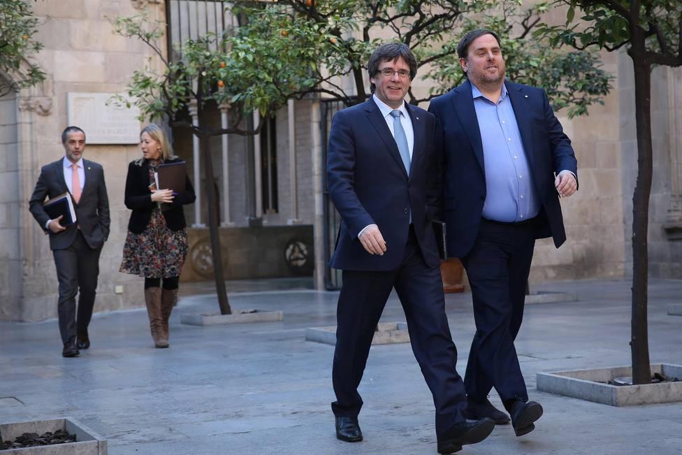 El expresidente de la Generalitat Carles Puigdemont y el exvicepresidente Oriol Junqueras en una reunión del