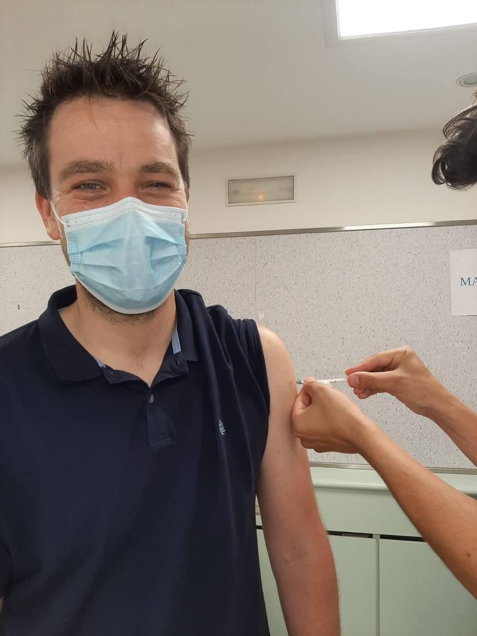 Fran Cajoto recibe la vacuna contra la covid-19