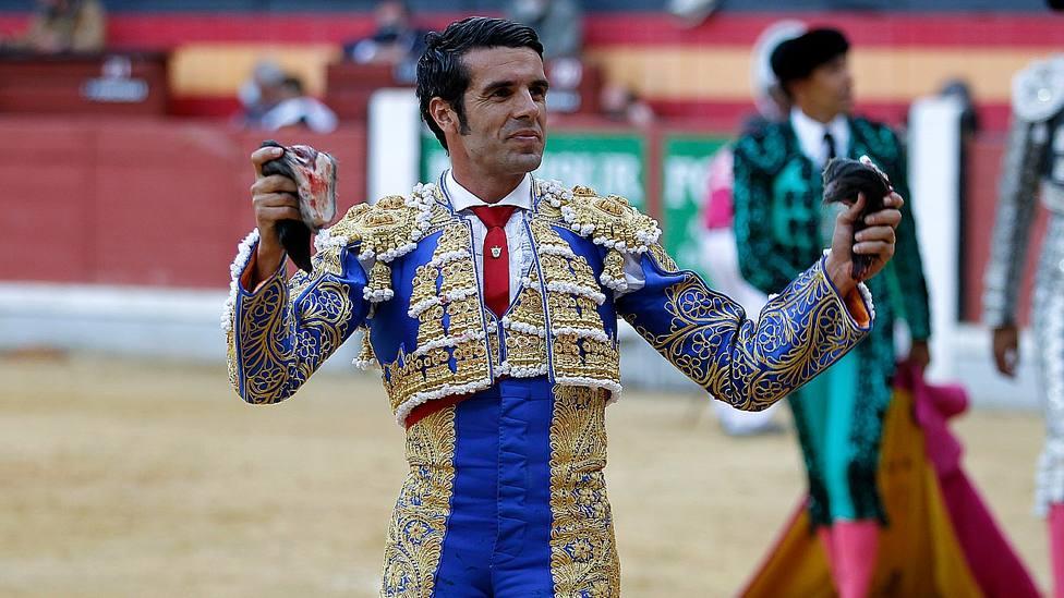 El diestro Emilio de Justo, con los más jóvenes en Jaén