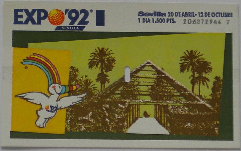 Entrada para acceder a la exposición de Sevilla, con el logo de la misma en la parte superior