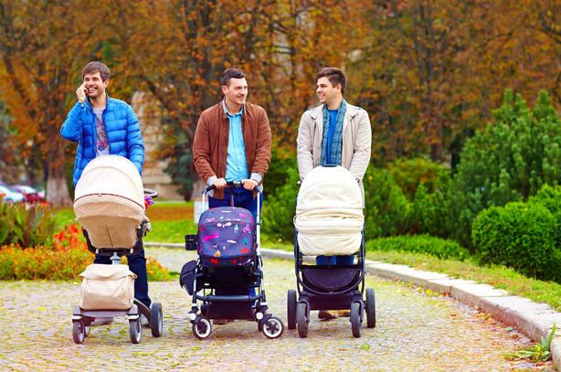 El TC se pronunciará sobre la petición de un padre de igualar los permisos de paternidad y maternidad