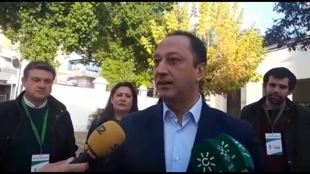 Identificadas dos personas por leer un manifiesto en un colegio electoral en el Distrito Chana de Granada