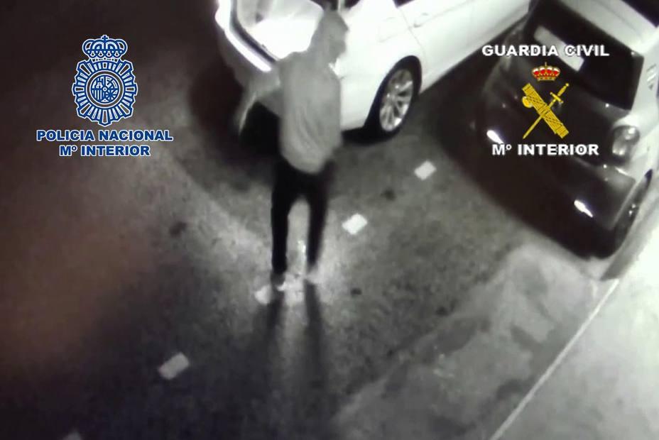 Detenidos 3 sicarios por atacar con explosivos el chalé de un narco en Málaga