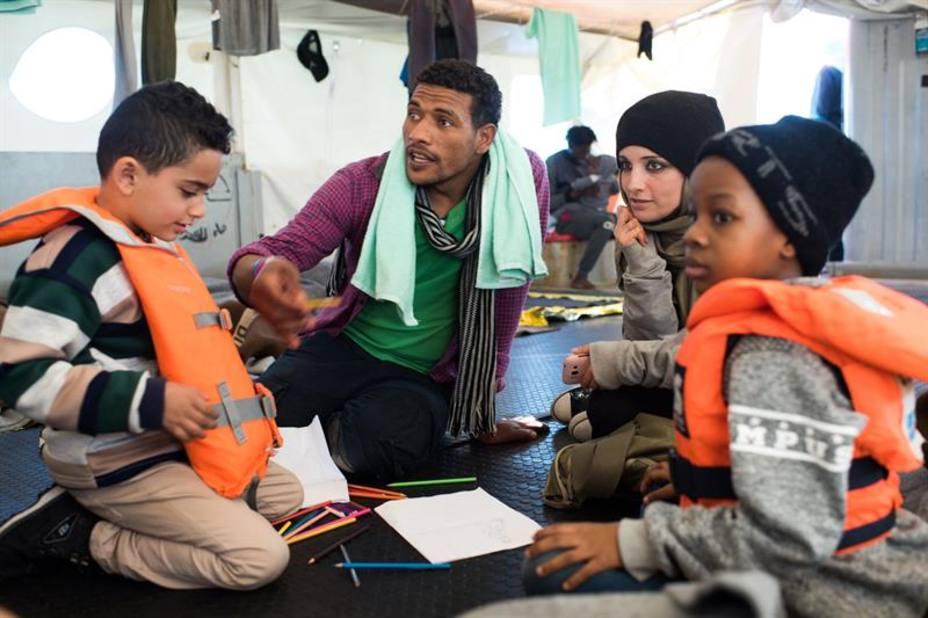 Malta anuncia que los 49 inmigrantes bloqueados en el mar serán repartidos en ocho países