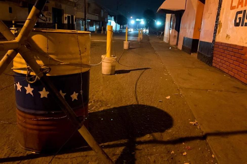 Maduro cierra la frontera con Colombia en las horas previas a la entrega de la ayuda humanitaria