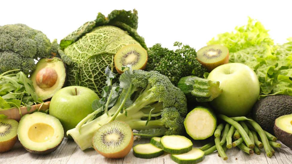Los alimentos verdes que harán tu vida más feliz en verano