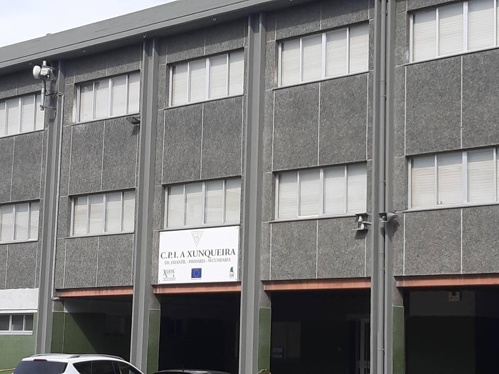 Fachada del colegio CPI A Xunqueira situado en San Valentín - FOTO: Concello de Fene