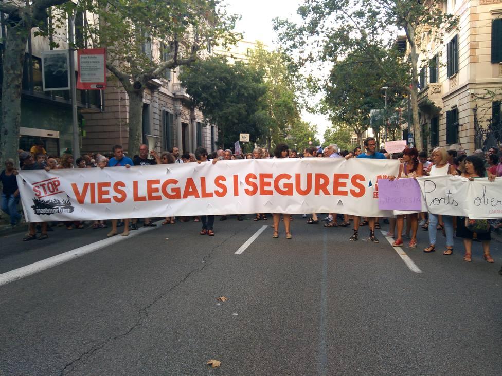 Unas 500 personas se concentran en Barcelona en apoyo a Open Arms y pedir la apertura de los puertos