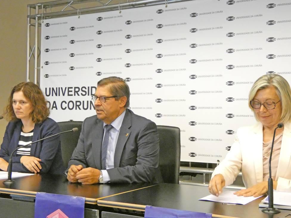Araceli Torres, vicerrectora del Campus de Ferrol, estuvo presente en la presentación del nuevo curso
