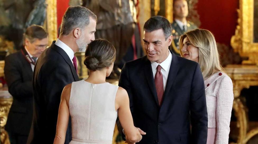 Un año del ridículo de Sánchez en el 12-O tras intentar 'suplantar' a los Reyes
