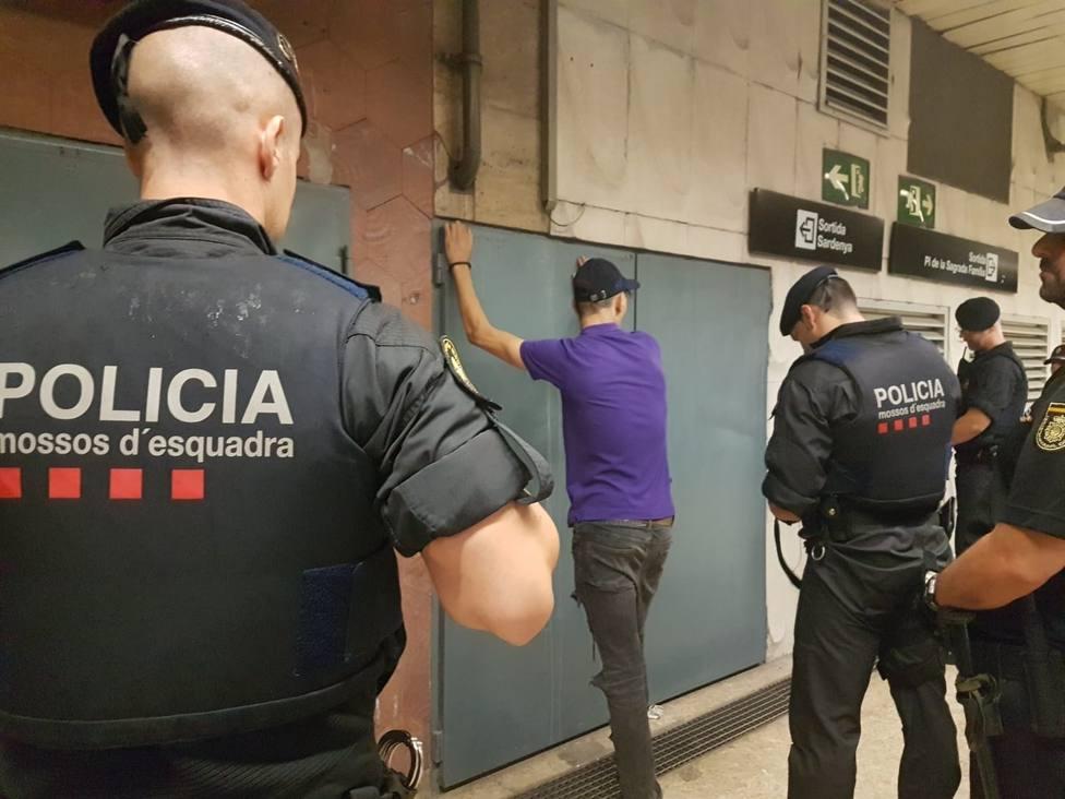 Detenidos veinticuatro carteristas en dos horas en el metro de Barcelona