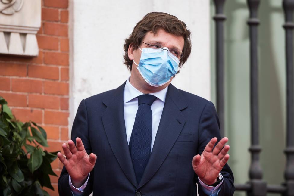 Almeida apuesta por endurecer el uso de la mascarilla en espacios públicos y privados
