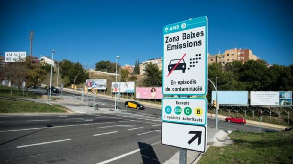 Un cartel avisa de la ZBE en los accesos a las Rondas de Barcelona - INÉS BAUCELLS