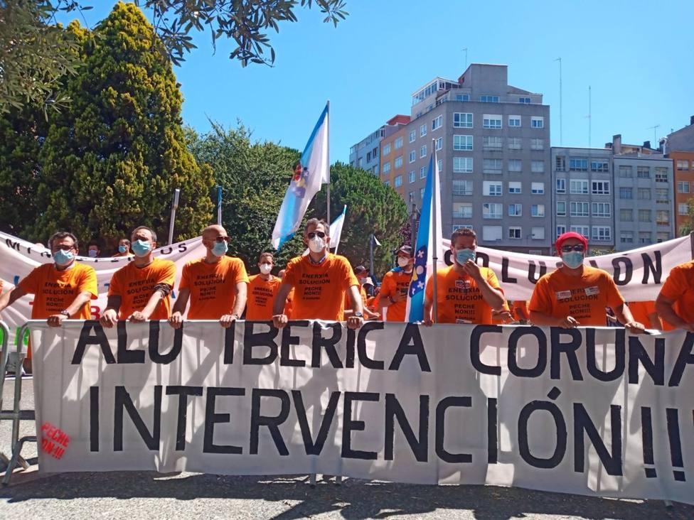 Trabajadores de Alu Ibérica en A Coruña entregan una carta a Sánchez pidiendo la intervención inmediata de la empresa