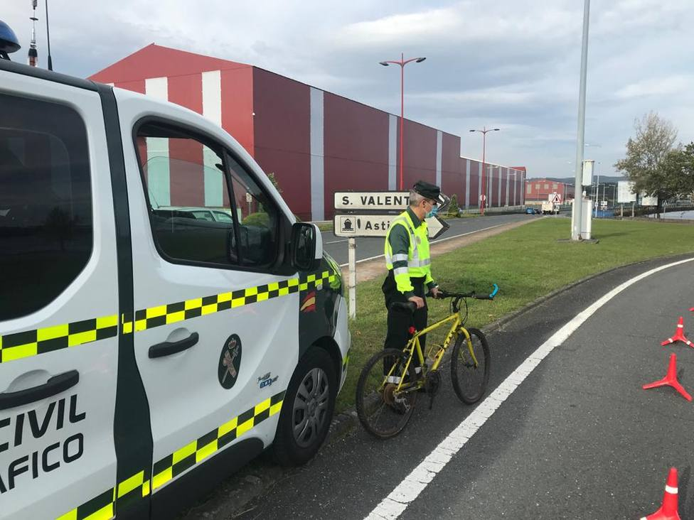El punto de control se puso en el kilómetro 4,100 de la carretera FE-14. FOTO: Guardia Civil
