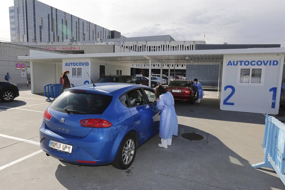 Foto del punto AutoCovid-19 del HUCA (Europa Press)